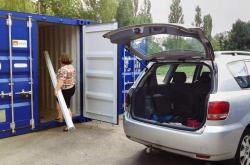 Einfacher Zugang mit Ihrem Fahrzeug bis zum Container, Zutritt 24 Std./Tag und 7 Tage/Woche
